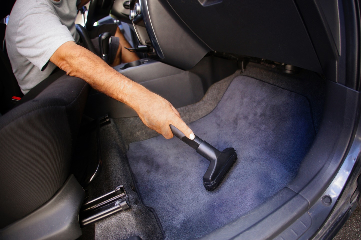 Protecting your car s interior against the summer heat for Interior care carpet cleaning bend